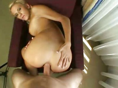 Hot babe blonde wants kinky sex