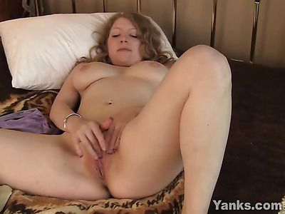 Juicy tits amateur doing pillow humping in bed